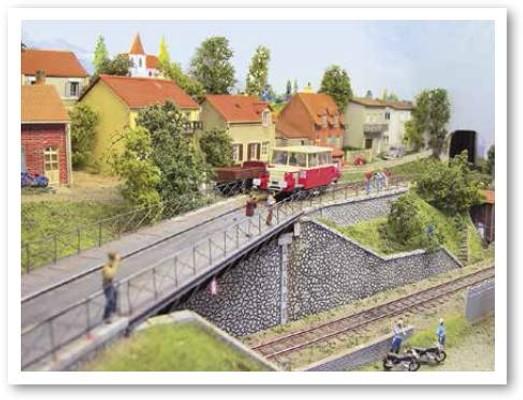 trainmini150701_001_004_006_ParisModelShowP_1