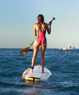 p010-SHA0621-woman-boarding