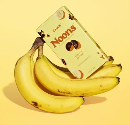 p020-SHA1021-noons-candid-bananas
