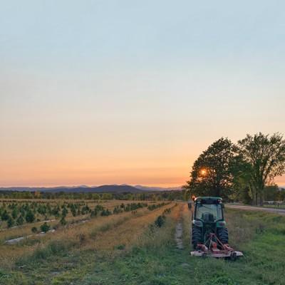 p007-ETG0421-field-tractor