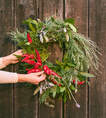 p011-ETG1220-wreath-wood-wall