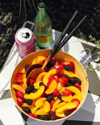 p014-ALR0921-peach-berry-salad